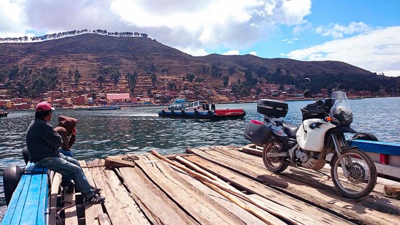 Traversée en barge du lac Titicaca à San Pedro de Tiquina, Bolivie - 2014