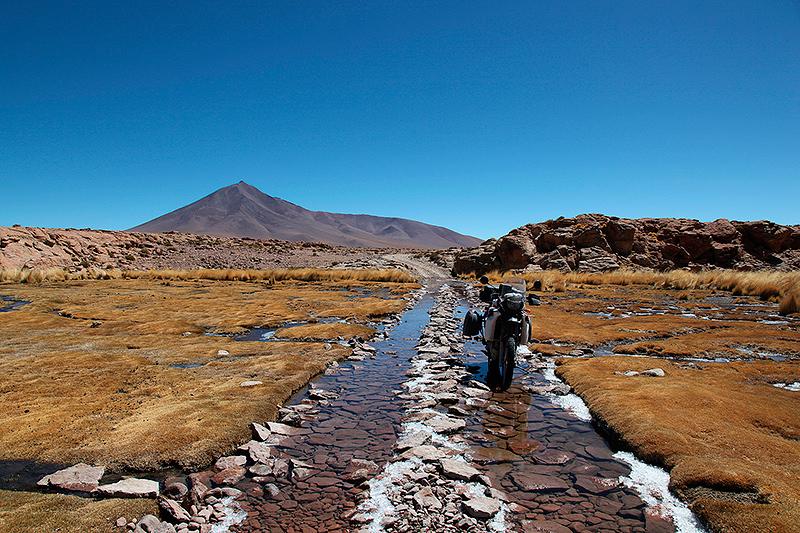 Passage de gué dans une zone de lagunes, Sud Lipez, Bolivie - 2014