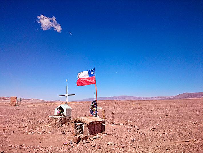Autels sur le bord de la route, San Pedro de Atacama, Chili - 2014