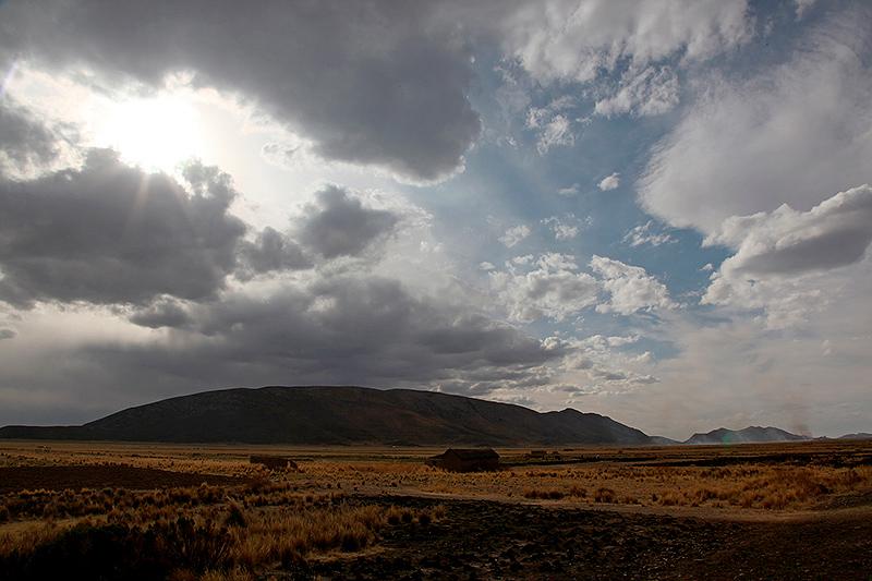 Ciel d'orage sur la route, Bolivie - 2014