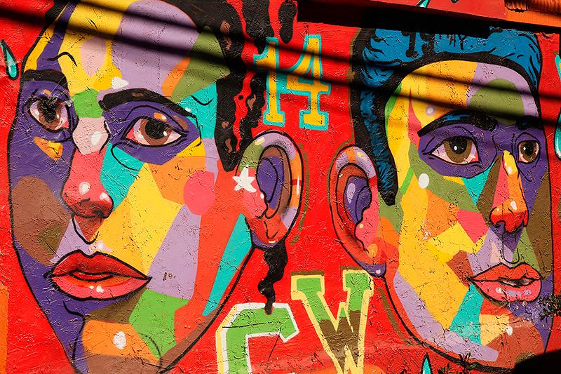 Un graphe très coloré sur un mur de Valparaiso, Chili - 2014