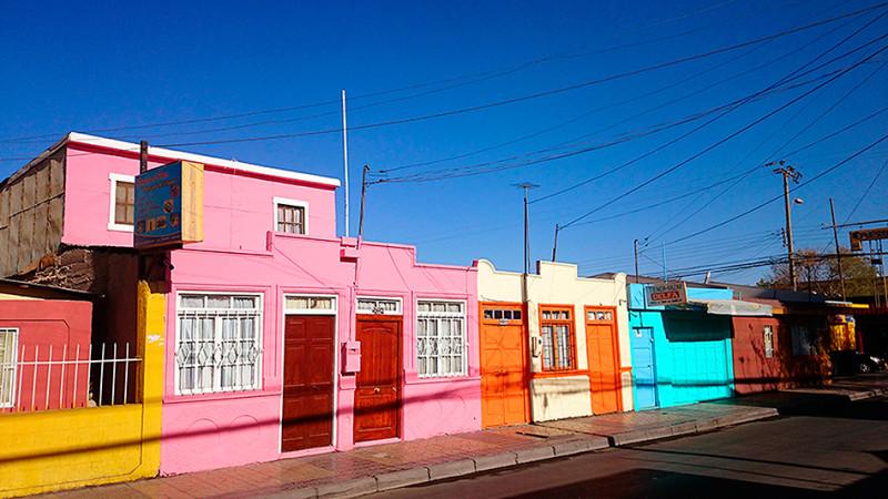 Maisons au couleur acidulées, Calama , Chili - 2014