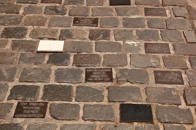 Plaques à la mémoire des victimes de la dictature, Londres 38, Santiago, Chili - 2014