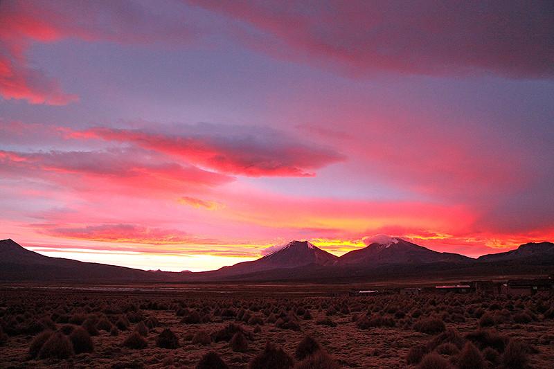 Sajama, coucher de soleil sur les volcans Parinacota et Pomerape, Bolivie - 2014