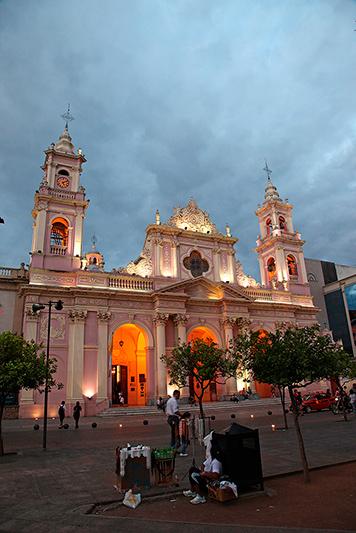 La cathédrale de Salta, plaza 9 de julio, Salta, Argentine - 2014