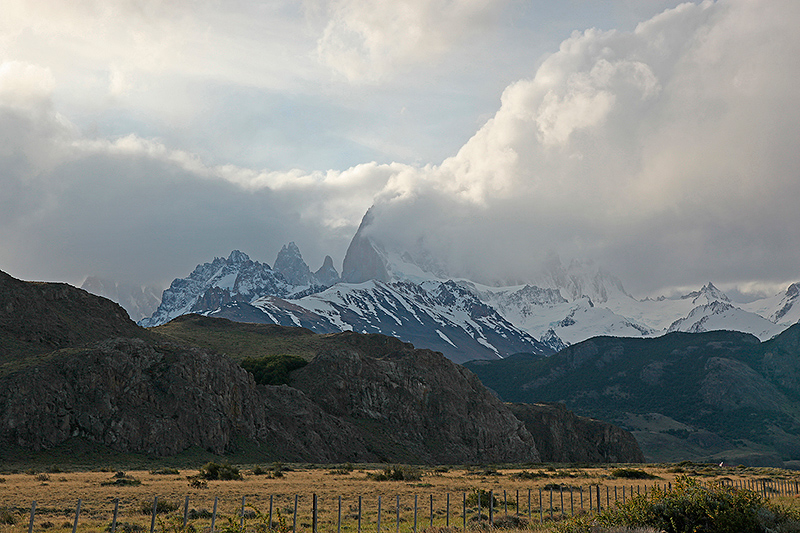 Le massif du Fitz Roy dans les nuages, El Chalten, Argentine - 2014