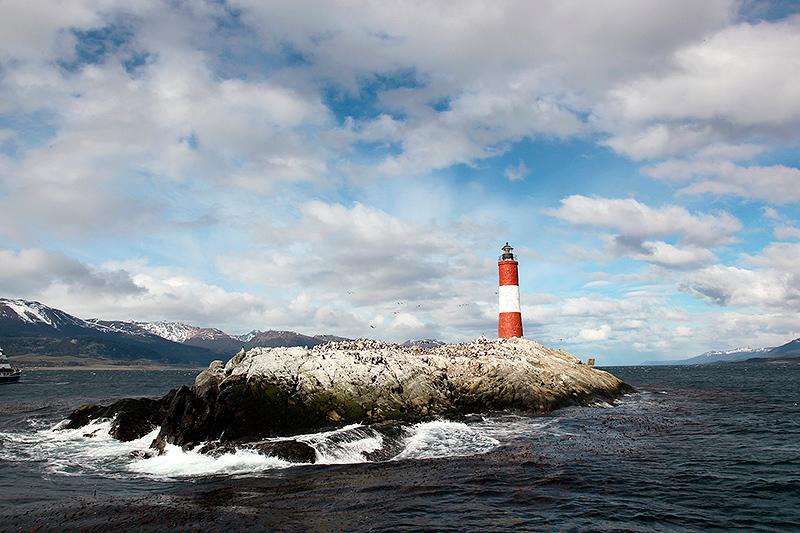 """Le phare """"Les éclaireurs"""", canal de Beagle, Ushuaia, Argentine - 2014"""