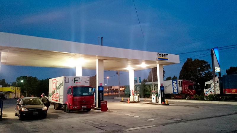 Station service YPF sur la Ruta 3, Argentine - 2014