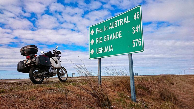 Ushuaia, plus que 576 kilomètres, Patagonie, Argentine - 2014