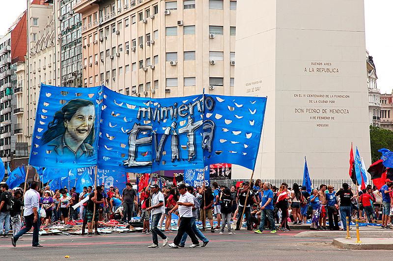 Banderole du movimiento Evita sur la plaza de la Republica, Buenos Aires, Argentine - 2014