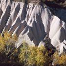 Formations de tuf volcanique façonnées par l'érosion - Environs de Uçhisar, Cappadoce, Turquie, 1999