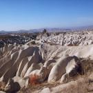 Formations de tuf volcanique façonnées par l'érosion - Environs de Uçhisar, Turquie, 1999