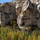 Habitations troglodytiques et pigeonniers creusés dans le tuf volcanique - Environs de Göreme, Cappadoce, Turquie, 1999