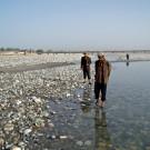 Recherche solitaire, les yeux rivés au sol - Hotan, Xinjiang, Chine, 2005