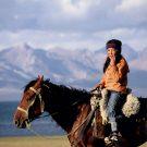 Jeune cavalière, lac de Song Kol - Kirghizstan, 2005