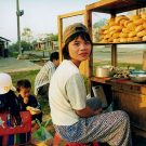 Vendeuse de sandwichs - Ph'uoc So'n, Vietnam, 1999