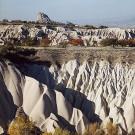 Tuf volcanique façonné par l'érosion - Environs de Uçhisar, Cappadoce, Turquie, 1999