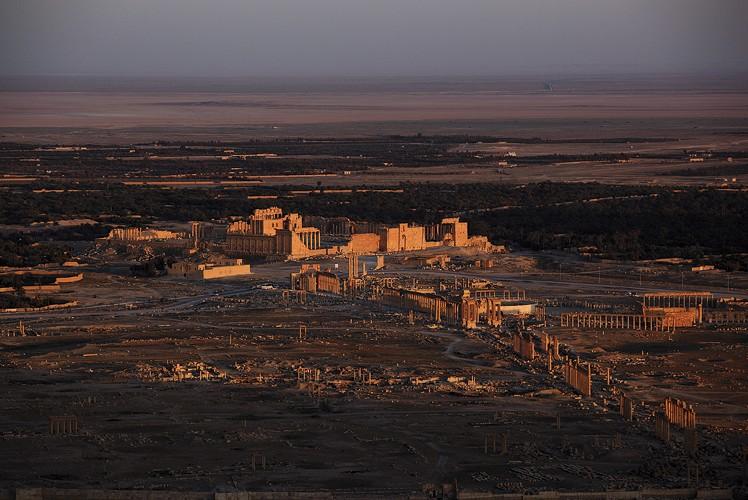 Coucher de soleil sur le site archéologique de Palmyre, Syrie, 2010