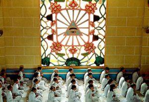 Fidèles rassemblés au temple Cao Dai de Tay Ninh