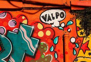 """Graphe """"Valpo"""" sur un mur de la ville"""