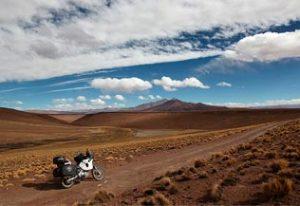 A moto sur la piste, Sud Lipez, Bolivie
