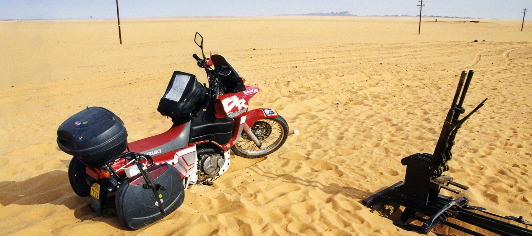 Mon 800 DR ensablé dans le désert de Nubie, Soudan - 1999